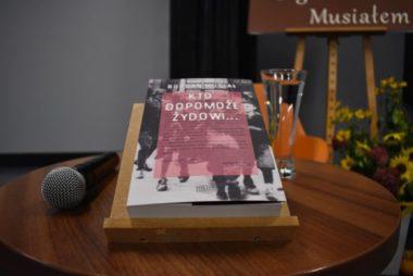 Zdjęcia z galerii Spotkanie autorskie z prof. Bogdanem Musiałem