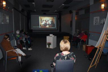 """Zdjęcie z galerii """"Czarna"""" – literacka dyskusja o najfajniejszej nauczycielce"""