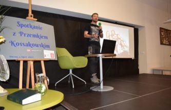 Przejdź do wpisu Przemek Kossakowski gościem Dyskusyjnego Klubu Książki w Oleśnie